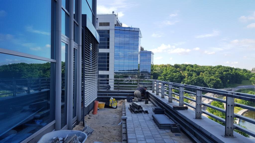 Eksploatuojamų stogų įrengimas (parkingai, terasos)
